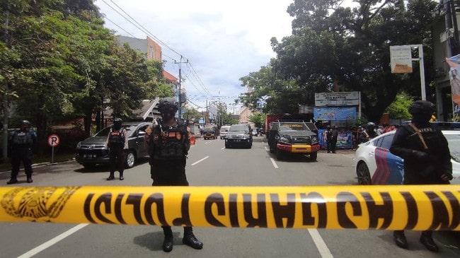 Bom-meledak-di-Gereja-Hati-Yesus-Yang-Mahakudus-atau-Katedral-Makassar-pada-Minggu-28-3-sekitar-pukul-10.28-Wita.-Polisi-menyatakan-bom-yang-meledak-merupakan-bom-bunuh-diri.-REUTERS-Stringer-NO-RESALES