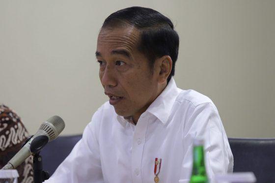 presiden-jokowi-tegas-menolak-jabatan-tiga-periode_m_270430